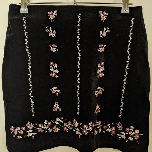 NWT H&M Velvet Embroidered Mini Skirt